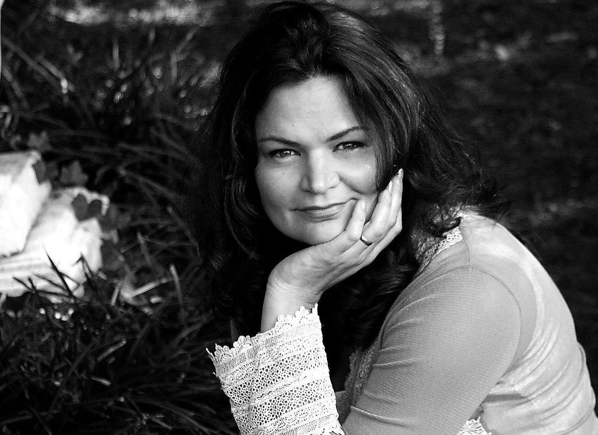 gina holmes women writers women s books